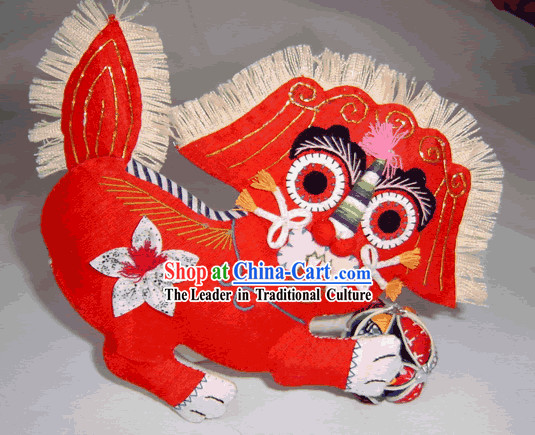 China Hand Made Cloth Craft-Lion Playing the Ball