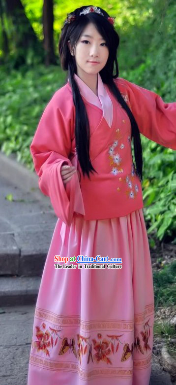 Ancient Chinese Ming Dynasty Women Attire