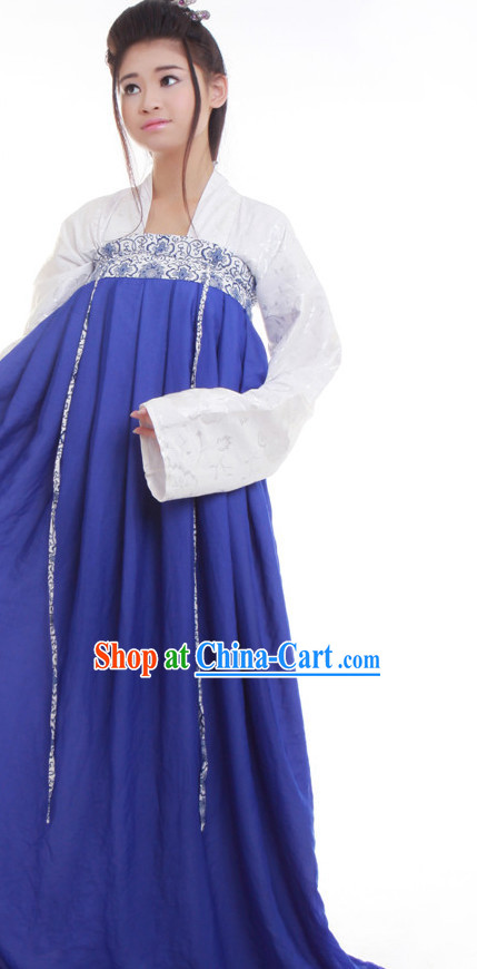 Tang Dynasty Costume in China for Women