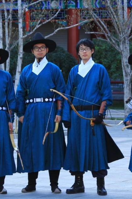 China Classical Ming Dynasty Blue Hanfu Wide Robe for Men