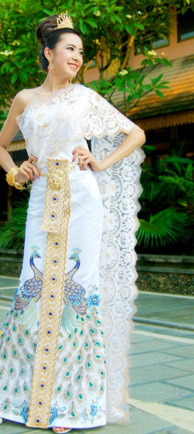 Traditional Thailand Customs Formal Peacock Clothing and Headwear Complete Set for Women