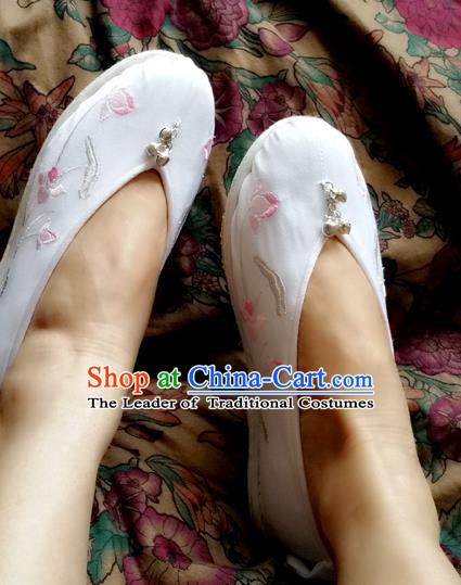 Traditional Chinese National Embroidered Shoes Handmade White Satin Shoes, China Hanfu Embroidery Lotus Flowers Wedding Shoes for Women