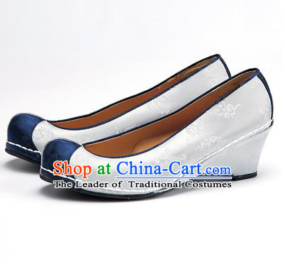 Traditional Korean National Wedding Embroidered Shoes, Asian Korean Hanbok Bride Embroidery White Satin Shoes for Women