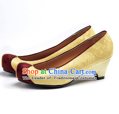 Traditional Korean National Wedding Yellow Embroidered Shoes, Asian Korean Hanbok Bride Embroidery Satin High-heeled Shoes for Women