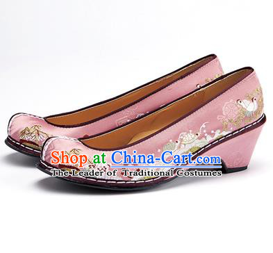 Traditional Korean National Wedding Shoes Embroidered Shoes, Asian Korean Hanbok Embroidery Light Pink Bride Court Shoes for Women