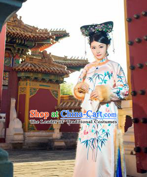 Traditional Ancient Chinese Imperial Concubine Costume, Chinese Qing Dynasty Manchu Lady Fur Dress, Cosplay Chinese Manchu Minority Princess Embroidered Clothing for Women