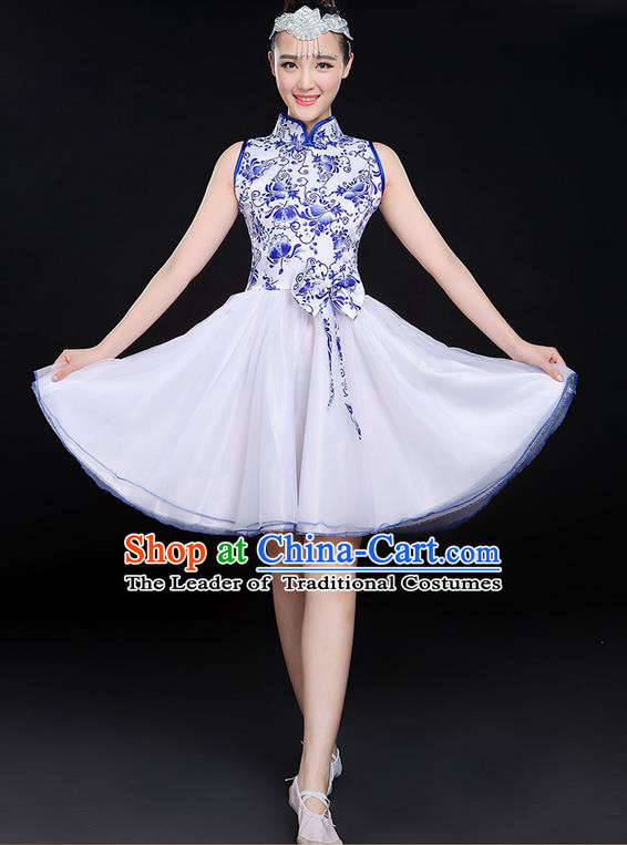 Traditional Chinese Yangge Fan Dancing Costume, Folk Dance Yangko Uniforms, Classic Umbrella Dance Elegant Dress Drum Bubble Dance Blue and White Porcelain Clothing for Women