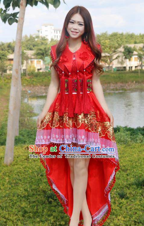 Traditional Chinese Miao Nationality Wedding Bride Costume Red Tailing Pleated Skirt, Hmong Folk Dance Ethnic Chinese Minority Nationality Embroidery Clothing for Women