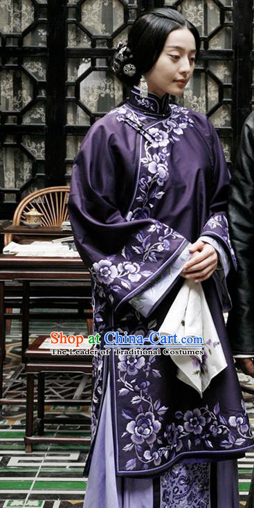 Traditional Chinese Ancient Late Qing Dynasty Nobility Lady Embroidered Purple Xiuhe Suit Costume