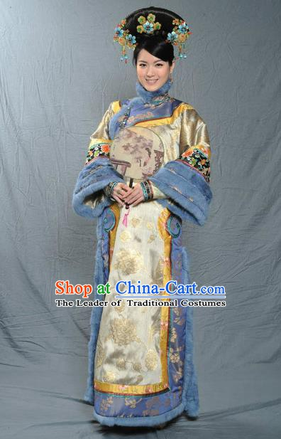 Chinese Qing Dynasty Manchu Empress of Kangxi Historical Costume Ancient Palace Lady Clothing for Women
