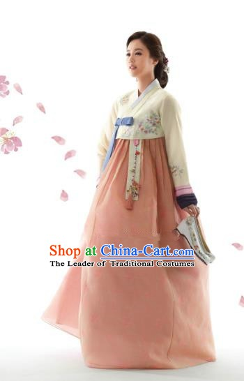 Korean Traditional Bride Hanbok Beige Blouse and Champagne Embroidered Dress Ancient Formal Occasions Fashion Apparel Costumes for Women