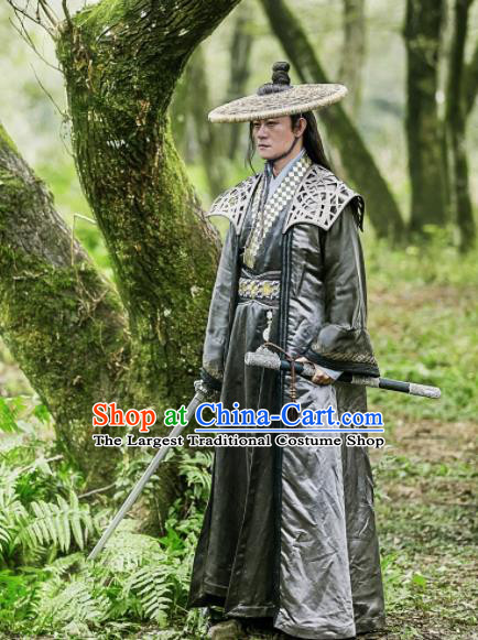 Traditional Chinese Ancient Swordsman Blades Embroidered Costumes and Bamboo Hat for Men