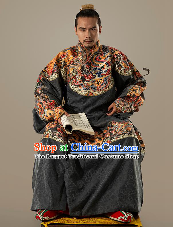 Traditional Chinese Ming Dynasty Swordsman Black Embroidered Robe Ancient Emperor Costumes for Men