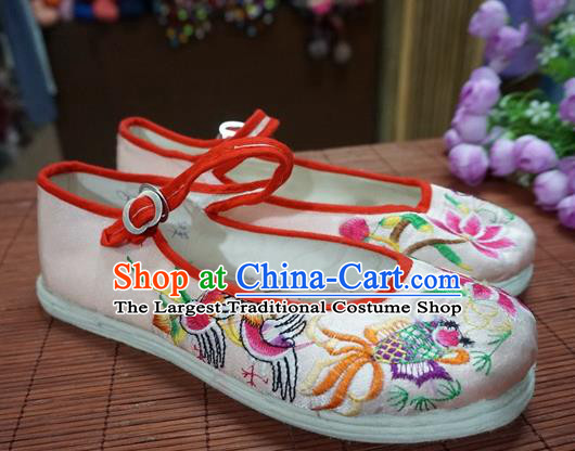 Traditional Chinese Ethnic White Embroidered Shoes Handmade Yunnan National Shoes Wedding Shoes for Women